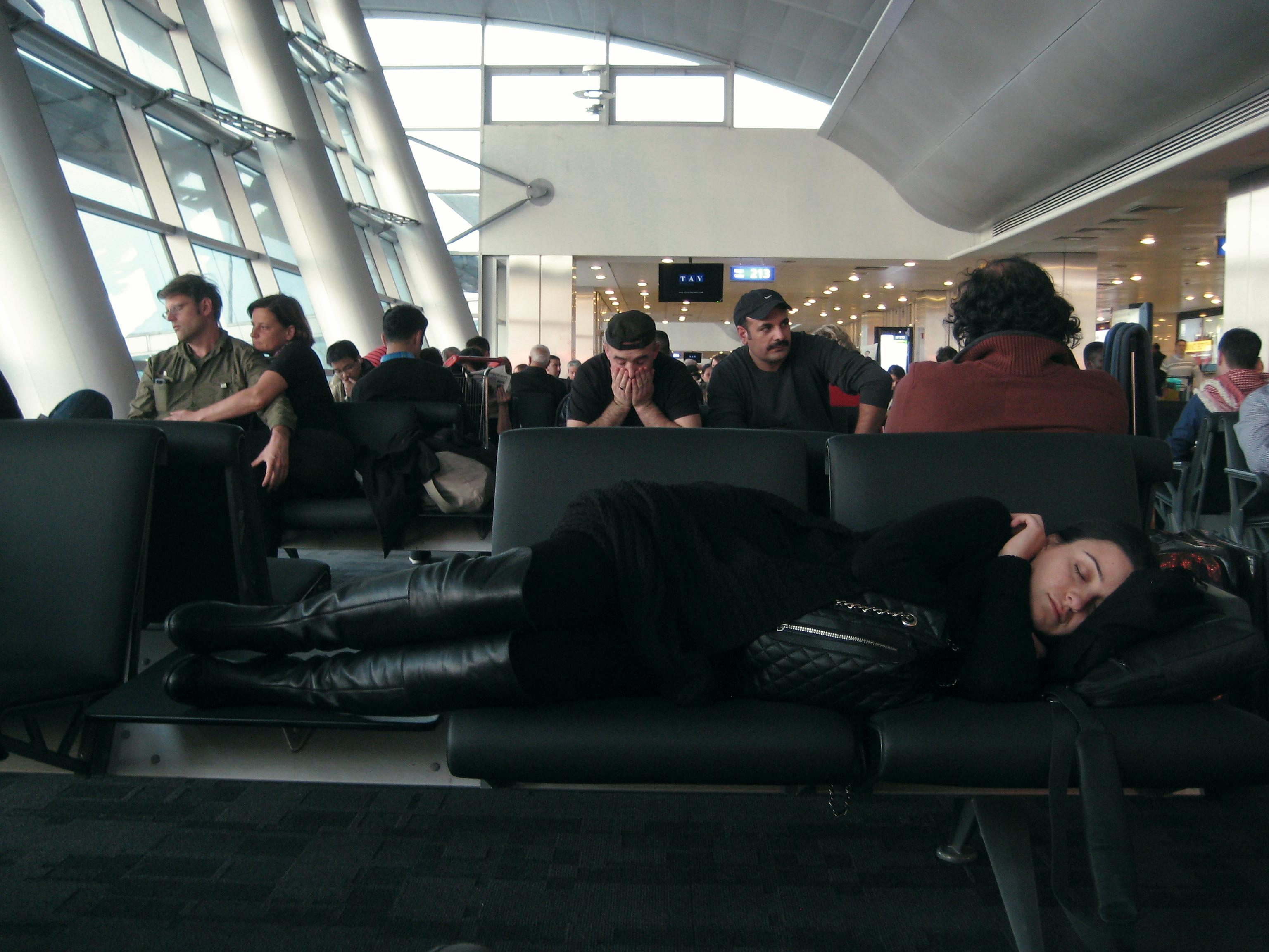 ベルリン行きの飛行機をまって。11月28日午前7時。
