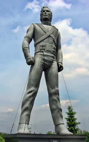 Michael_Jackson_sculpture-1